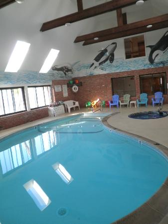 Pilgrim Sands on Long Beach: Indoor pool and hot tub
