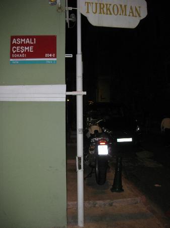 Hotel Turkoman: Parcheggio moto