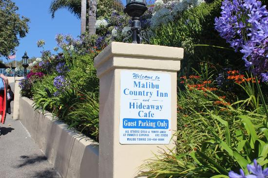 Malibu Country Inn: Hotel entrance