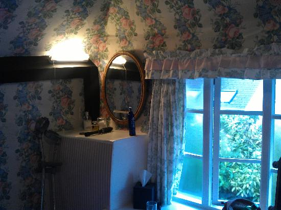 The Old Farmhouse: Bedroom