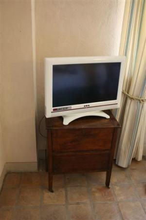 Relais Sant'Uffizio Wellness & SPA: Small low quality flat screen TV