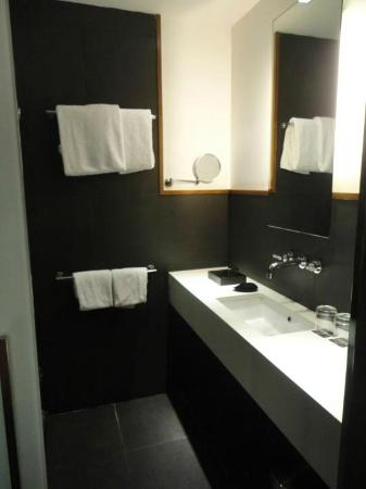 Hotel Advance: bathroom