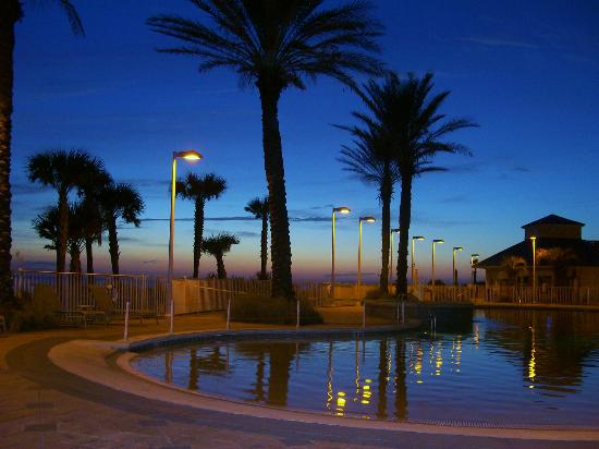Boardwalk Beach Resort Condominiums: Pool deck at sunset
