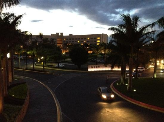 Real InterContinental Costa Rica at Multiplaza Mall: vue depuis le pont Multiplaza