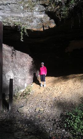 Elroy-Sparta State Trail: climbing the rocks near the tunnel in Norwalk