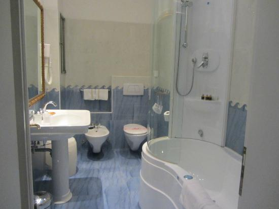 Ca' Angeli: Grand Canal Suite bathroom w/whirlpool & shower!