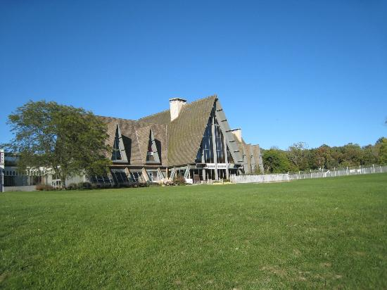 Hueston Woods Lodge and Conference Center: Grounds