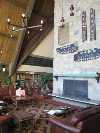 Hueston Woods Lodge and Conference Center: Lobby
