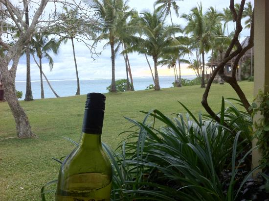 Shangri-La's Fijian Resort & Spa: Bottle of wine in the afternoon out in our little courtyard.