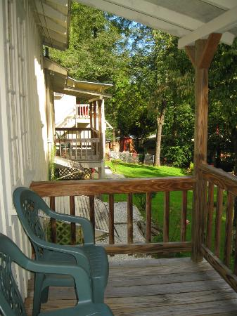 Evening Shade River Lodge & Cabins: Our back porch