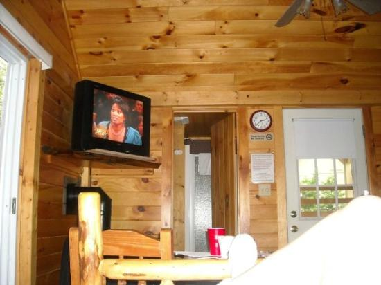 Country Bumpkins Campground and Cabins: Inside our cabin