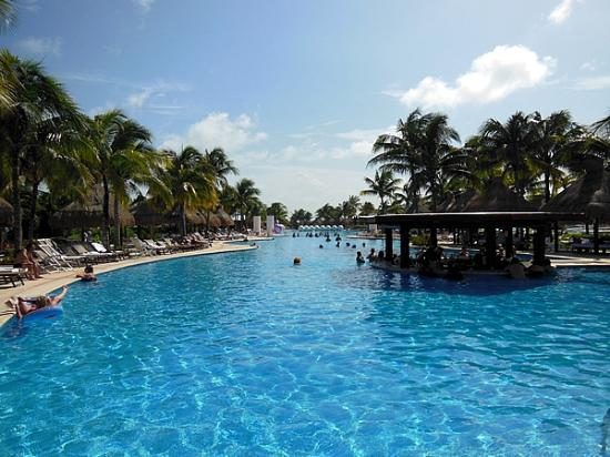 The Grand Mayan Riviera Maya: Swim-up Bar in the Infinity Pool