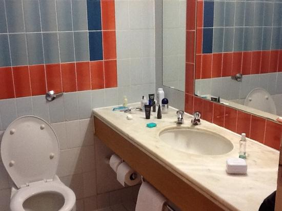Double room picture of copthorne hotel manchester for Bathroom designs manchester