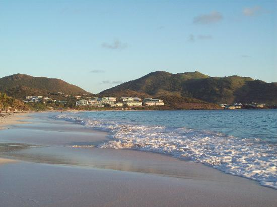 Orient Bay, Saint-Martin : View of Mt. Vernon, on the north end of Orient Beach