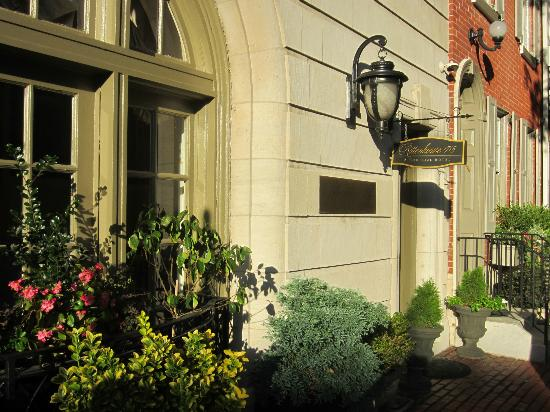 Rittenhouse 1715, A Boutique Hotel: Hotel entrance in the afternoon sun