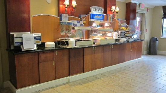 Holiday Inn Express Hotel & Suites Quincy I-10: Breakfast items