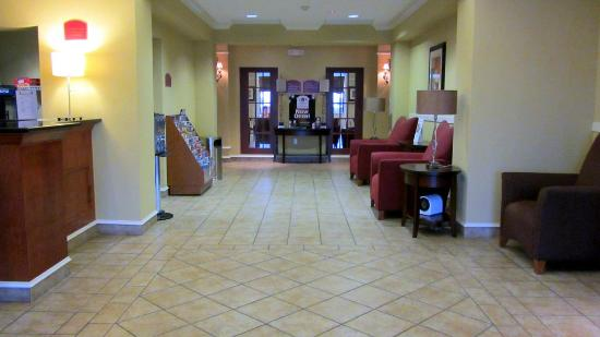 Holiday Inn Express Hotel & Suites Quincy I-10: Lobby