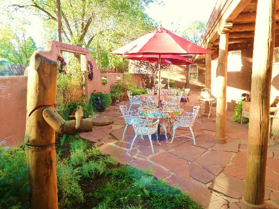 El Paradero Bed and Breakfast Inn: Courtyard