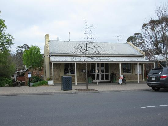 The Manna of Hahndorf: Front of Motel in Main Street.