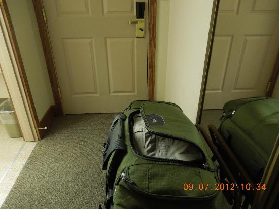 Fairbanks Princess Riverside Lodge: no place for luggage