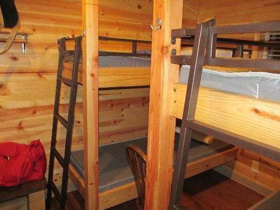 NIAGARA FALLS / GRAND ISLAND KOA: Inside cabins