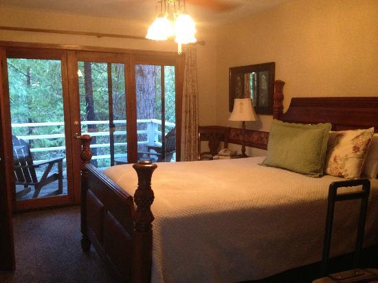Narrow Gauge Inn: Our room