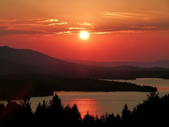 Lodge at Moosehead Lake : Sunset Over Moosehead