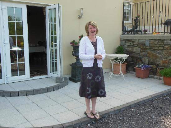 Kilcatten Lodge B&B: Noreen saying goodbye as we left.