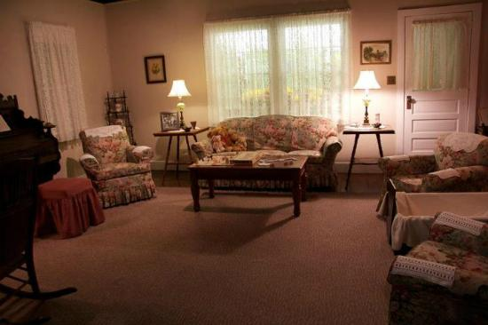 Walton's Mountain Museum: Living Room replica (although true fans will know the inaccuracies :)) of the Walton home (museu