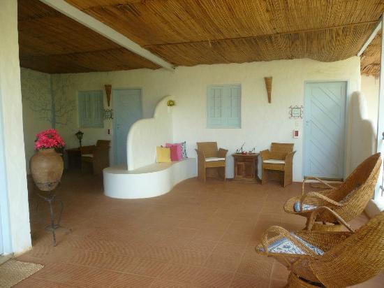 Beijupira Lodge Noronha: a la izquierda la puerta de la habitación Azul Royal