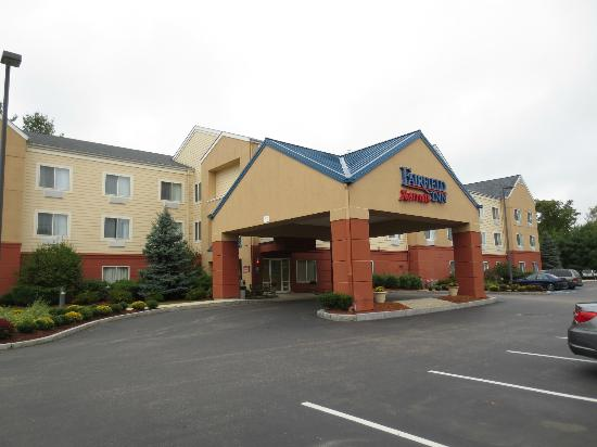 Fairfield Inn Concord: Front View