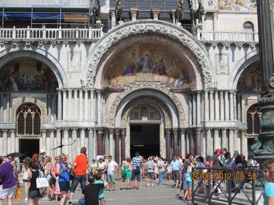 Markusplatz (Piazza San Marco): San Marco Basilica