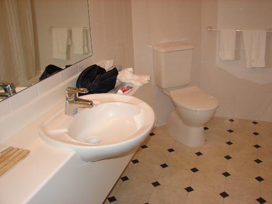 Jet Park Hotel Rotorua: Bathroom