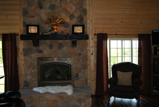 Fly Inn Lodge: Living room fireplace