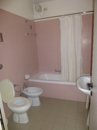 Airmotel: Old Bathroom