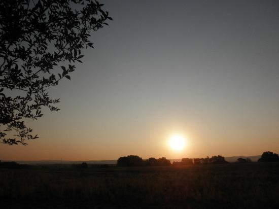 Best Western Laramie Inn & Suites: Sunrise from our room