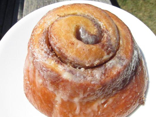 Bakery San Juan: San Juan Bakery Cinnamon Roll
