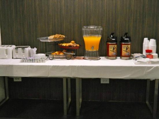 ‪ستاي هوتل وايكيكي: free continental breakfast‬