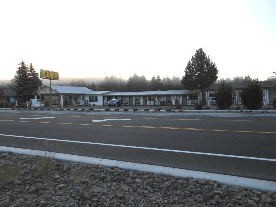 Cresent Motel: Crescent Motel