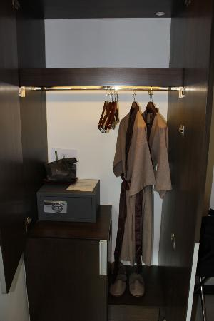 FX Hotel Metrolink Makkasan: Closet with robes and slippers for your comfort.
