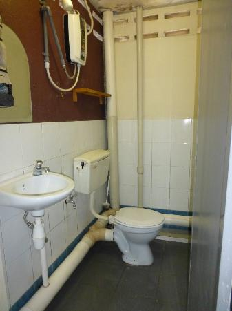 Backpacker's Travellers Inn: private bathroom
