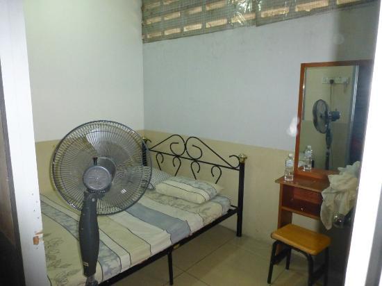 Backpacker's Travellers Inn: bedroom