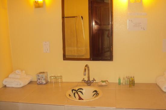 Petite Anse Beachfront Hotel & Restaurant Grenada: Palms Bathroom