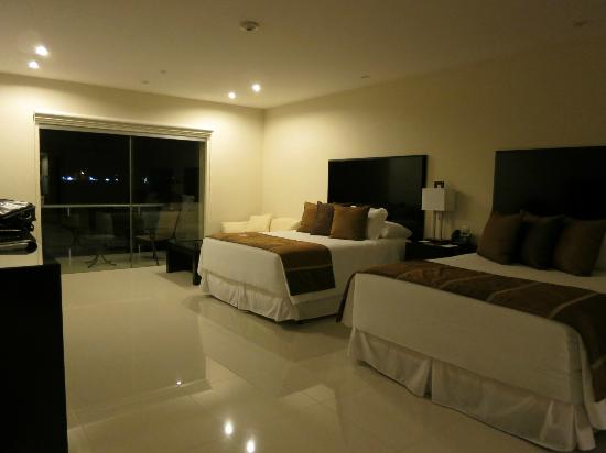 Sun Hotel : Spacious and clean room