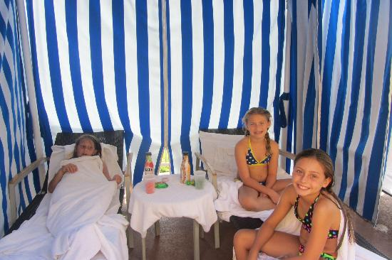 Manhattan Beach Marriott: Poolside cabana