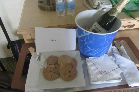 Manhattan Beach Marriott: Goodies sent to room