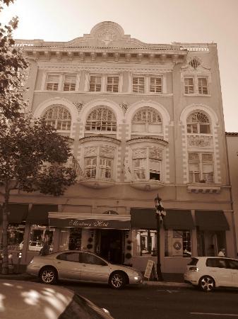 Monterey Hotel: streetview of hotel