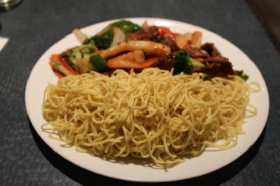 A Taste of Saigon : Seafood fried egg noodles