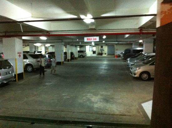 Savana Hotel & Convention: Parking Area