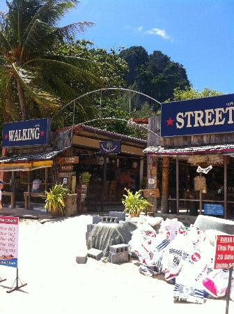 Sand Sea Resort: Walking Street - West Railay